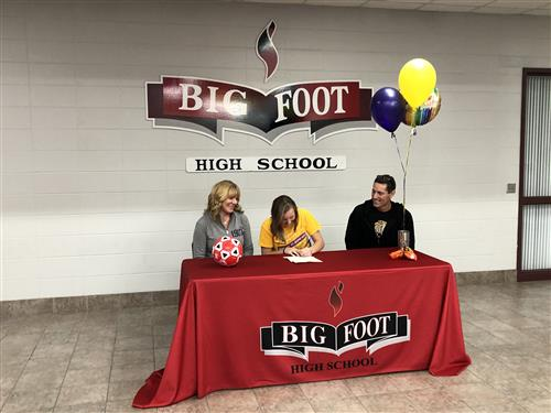 Hannah Palmer signing her national letter of intent.